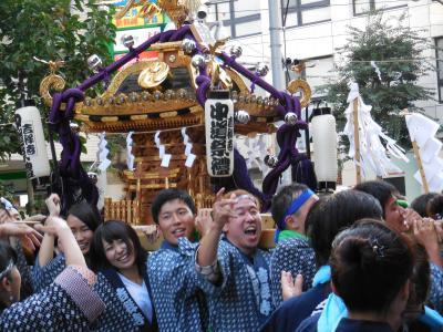 吉祥寺の秋祭りは、、そいゃ~そいゃ~で楽しいのォ