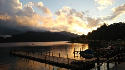 紅葉には、まだ早いけど・・・刈込湖・切込湖ハイキング① 夕暮れの中禅寺湖畔を散策♪