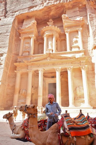 砂漠とラクダと遺跡  ぺトラ
