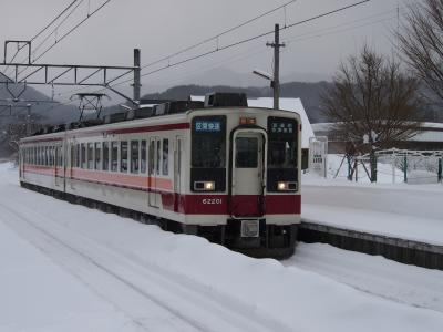 雪の中を走る会津鉄道