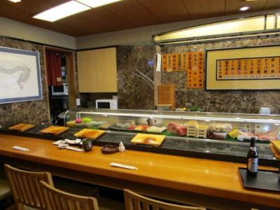 福寿司  逃げるにぎりの活き海老 見たことあります? 文句なくうまい!!