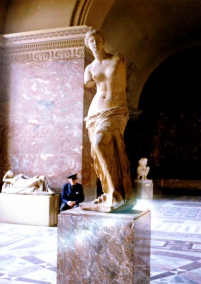 青年は荒野をめざす Vol.32 フランス パリ~マルセイユ ルーヴル美術館でミロのヴィーナスの傍で眠る至福のひととき