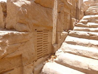 アスワン(2): クヌム神殿と見つけるのに苦労したナイロメータ