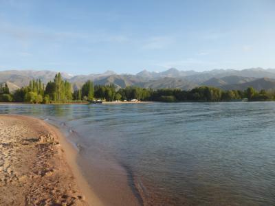 中央アジア3ヶ国の旅(4) イシククル湖畔のチョルポン・アタ
