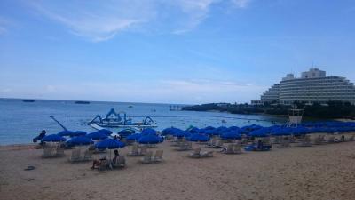 毎年恒例の万座ビーチのオーシャンパークで大はしゃぎ