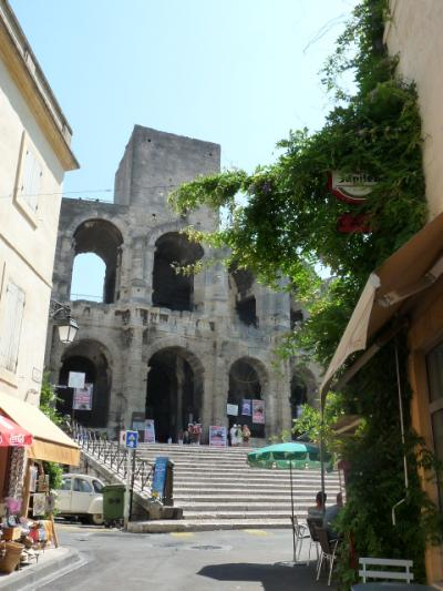 ドライブ・ヨーロッパ大陸 8日目 南仏の古代ローマだよ、 アルル/ニームは!