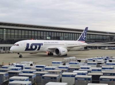 ポーランド ワルシャワとクラクフを巡る旅 【1】(成田空港 -)