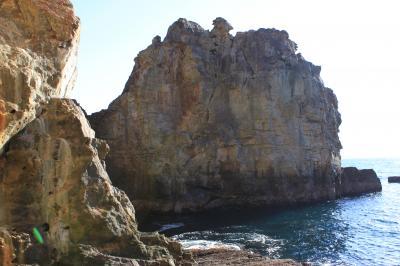青春18切符一人旅 南紀白浜~千畳敷~三段壁洞窟~円月島とお散歩~クエを食してみたけど...前半
