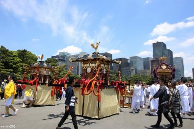 日枝神社の山王祭、神幸祭行列を見物に