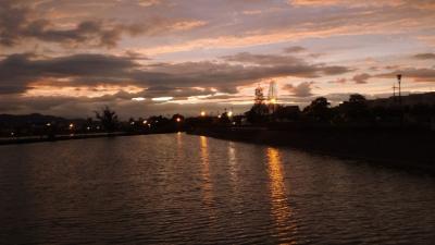 夜明けの散策 伊丹市鴻池・・・雲で日の出は見れず、朝焼けだけ見て来ました。