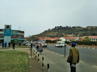 弾丸レソト1609  「周囲を南アフリカに囲まれた、人口220万人の内陸国。」   ~マセル~