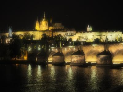 そうだプラハに 行こう! 酔いそうなほど綺麗な橋