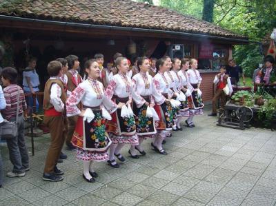 ルーマニア・ブルガリア10日間の旅(3) カザンラクのバラ祭り