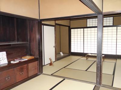 本居宣長記念館を訪ねる。残念。改修工事中で閉館。鈴屋は見れました。
