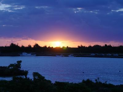 宮古島の白いビーチを裸足で歩く快感に魅せられて。その2;今日は一日中,島内ドライブで観光だぞ編