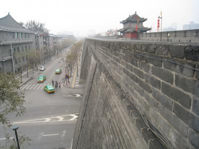 西安(唐の長安)の巨大な城壁に圧倒される(2009年)