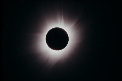 人が住む地球最北の地!スピッツベルゲン島で見る●皆既日食●