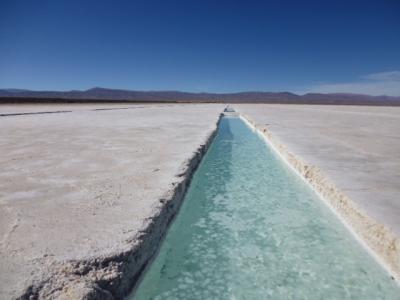 アルゼンチン北部の塩湖