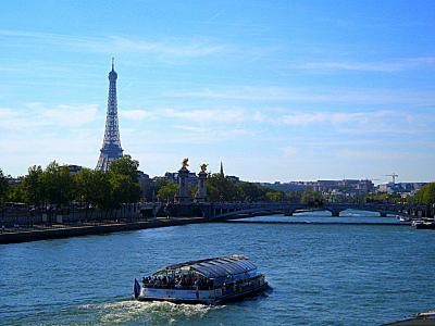 Paris セーヌ川;河畔 パリ。