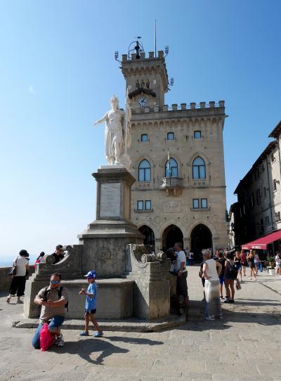 2016.8スロベニア・イタリア旅行39-サンマリノ街歩き,リベルタ広場,サンマリノ大聖堂,第1の砦
