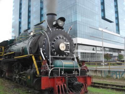 蒸気機関車でシパキラ塩の教会