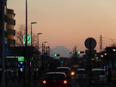 上福岡駅から見られた影富士