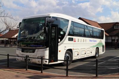 【バス乗車記】羽田空港→河口湖駅、駅前で多くのラッピングバスを見る。