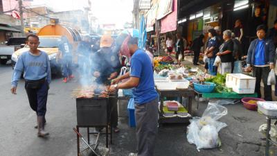 スローライフチェンマイ~チャーンプアック市場前の朝市