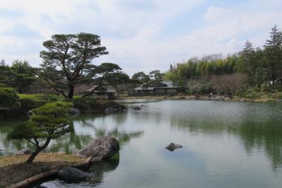 昭和記念公園内の日本庭園を歩く