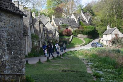 イギリスの最も美しい村と世界遺産ストーンヘンジ