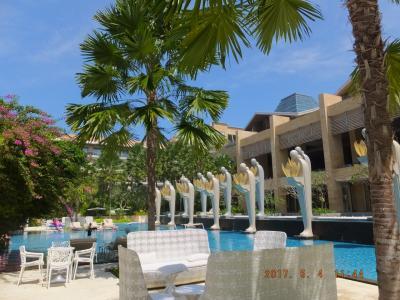 コンラッドとTHE MULIA ホテルを楽しむ旅!! パート4 テンション上がりっぱなし(^_^)/ のTHE MULIA プール&ビーチ編