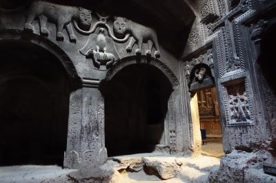 2017GWコーカサス3国 その10~岩をくり抜いてつくったゲハルト洞窟修道院と、ヘレニズムの遺跡・ガルニ神殿