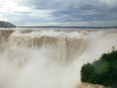 南米大陸周遊10日間・いつもと違うイグアスの滝は迫力増し増し