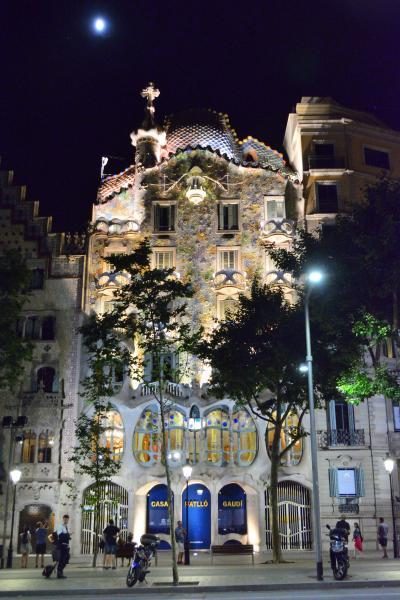 妻と行くスペイン(3) 精緻なドールハウスに妻驚く ガウディ設計の超豪邸カサ・ミラ&カサ・バトリョをはしご