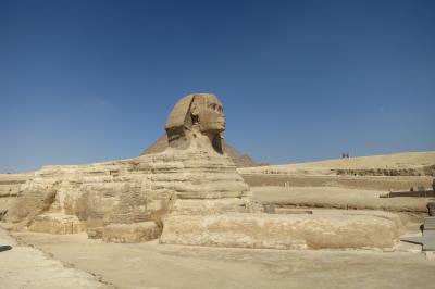 船旅終了で再びカイロへ。ピラミッド観光と博物館!