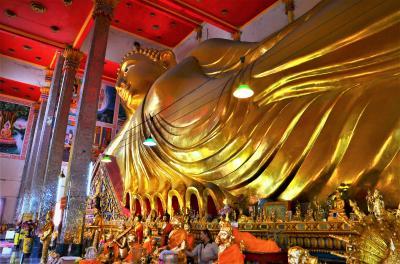 バンコク ワットポーを超える涅槃仏「ワットバンプリーヤイ」と百年市場を少々 オッサンネコの一人旅