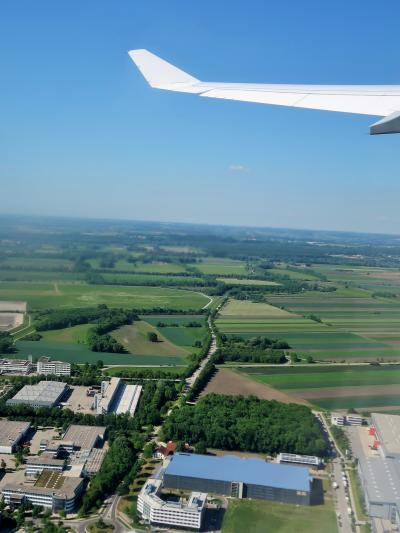ミュンヘン空港離陸 東京行LH-0714便/定刻出発 ☆窓際51A席でラッキー