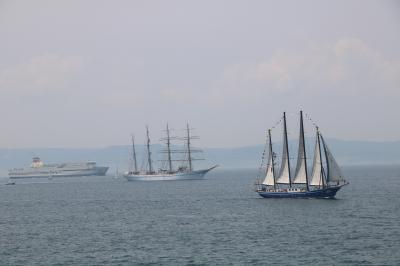 帆船と練習船が神戸港に集結/神戸帆船フェスティバル・帆船パレード観覧