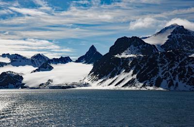 マグダーレンフィヨルドの景観とセイウチ:スヴァールバル諸島、北極クルーズ (1)
