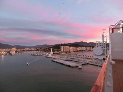 10日目:朝焼けのマラガ港(スペイン):MSCマニフィカ号で行く:常春の楽園カナリア諸島とマデイラ島を巡るクルーズ15日間