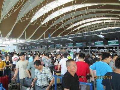 上海の浦東空港春秋航空カウンターがパンク