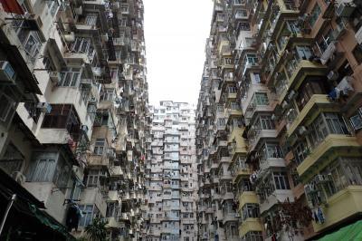 廃墟の集落があるリゾートの島と香港らしい建物を求めた香港めぐり(世界一周東回り12日間のHND-HKG)
