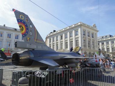 フランス・ベルギー・ドイツ3週間ひとり旅 (NO.11) :7月21日(金) ベルギー独立記念日のイベント 王立美術館に入っても外が気になる!