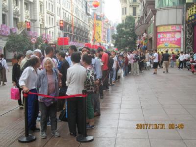 上海の南京東路・2017年中秋国慶節・月餅行列