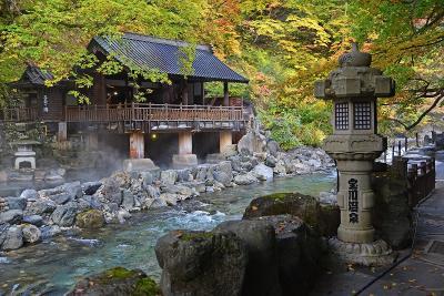 好天に恵まれた紅葉巡り&温泉(2)−宝川温泉汪泉閣ー