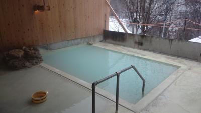 1泊2日 長野県 粉雪の舞う白骨温泉、ついでにVR (後編) 乳白色の温泉に…