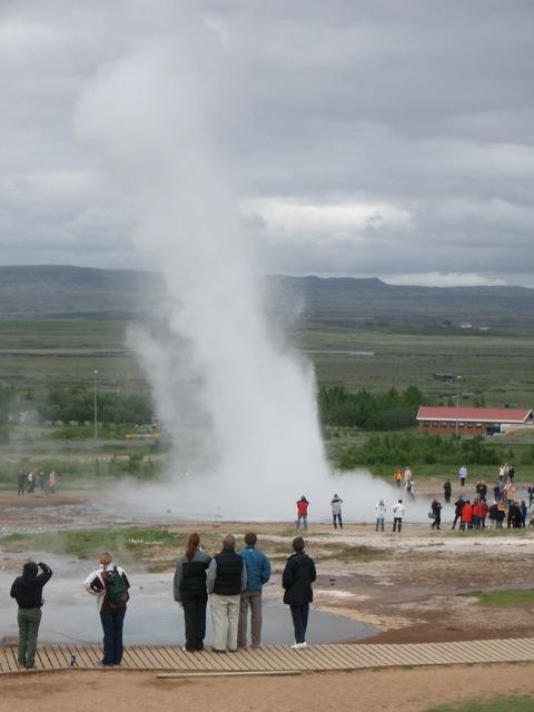 アイスランドの露天風呂は源泉かけ流しの...