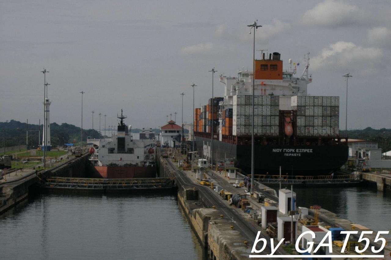 パナマ運河通峡記