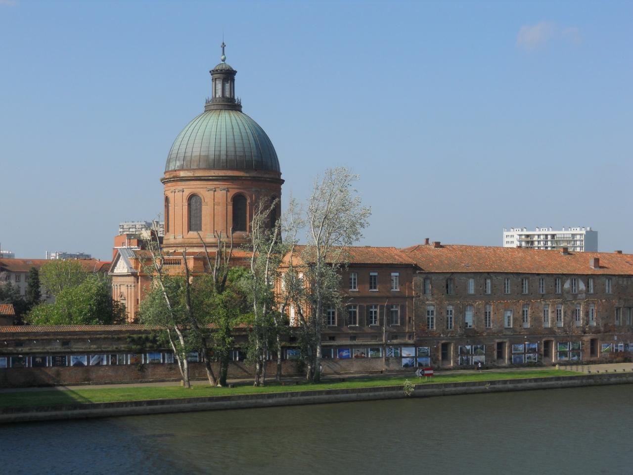 レンガ造りの建物が続く学園都市トゥールーズ