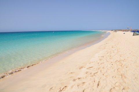大西洋の楽園カーボベルデのサル島のサン...